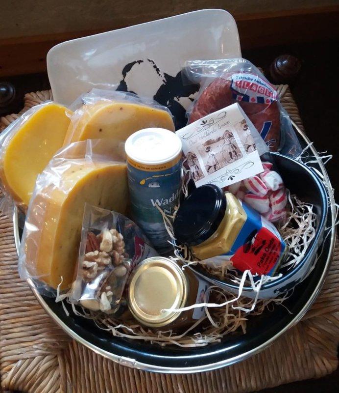 Kerstpakket met biolgische kaas en kunst